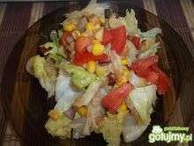 Sałatka z sosem czosnkowym 4