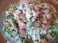 Sałatka z sosem majonezowo-czosnkowym