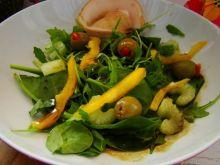 Sałatka z sosem miodowo-dyniowym z rukoli