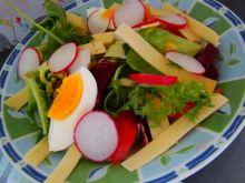 Sałatka z sosem ogórkowym