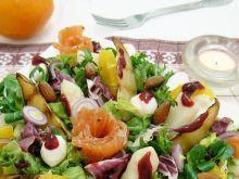 Sałatka z sosem porzeczkowym i szparagami