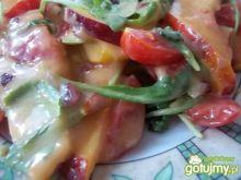 Sałatka z sosem śliwkowym
