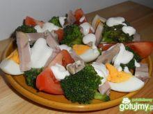 Sałatka z sosem śmietanowo-chrzanowym