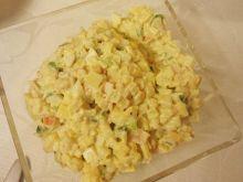 Sałatka z surimi i kukurydzą