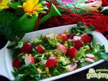 Sałatka z surimi i winogronem