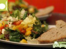 Sałatka z suszonymi pomidorami i fetą
