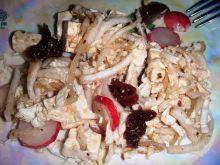 Sałatka z suszonymi pomidorami i octem balsamiczny