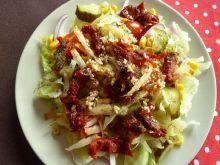 Sałatka z suszonymi pomidorami i sezamem