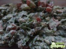 Sałatka z świeżych warzyw w twarogu