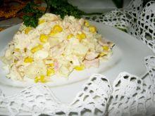 Sałatka z szynką i ananasem