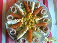 Sałatka z szynką i kukurydzą 2
