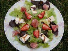 Sałatka z szynką i truskawkami