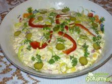 Sałatka z szynką z indyka i serem