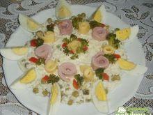 Sałatka z szynkowymi ślimaczkami