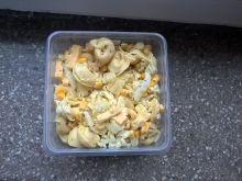 Sałatka z tortellini, ananasem i serem
