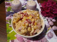 Sałatka z tortellini, kukurydzy i papryki