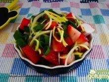 Sałatka z truskawek i surimi