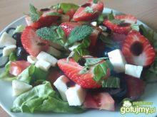 Sałatka z truskawką, miętą i bazylią