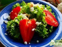 Sałatka z truskawkami i kozim serem