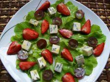 Sałatka z truskawkami i serem blue