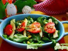 Sałatka z truskawkami i serem żółtym
