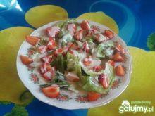 Sałatka z truskawkami na ostro.