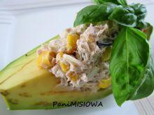 Sałatka z tuńczyka w łódeczkach z awokado