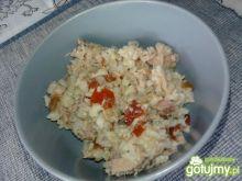Sałatka z tuńczyka z ryżem brązowym