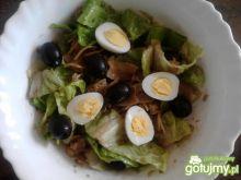 Sałatka z tuńczyka z sałata rzymską