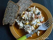 Sałatka z tuńczykiem i brązowym ryżem