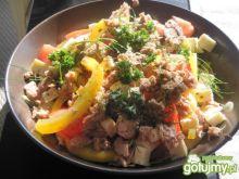 Salatka z tuńczykiem i fetą