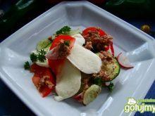 sałatka z tuńczykiem i mozzarella