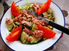 Sałatka z tuńczykiem i ogórkiem