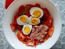 Sałatka  z tuńczykiem, jajkami i sałatą lodową