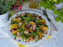 Sałatka z tuńczykiem, komosą ryżową i granatem