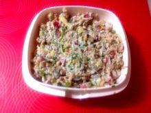 Sałatka z tuńczykiem ryżem i serem
