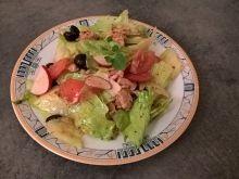 Sałatka z tuńczykiem rzodkiewką i olejem kokosowym