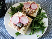 Sałatka z tuńczykiem, serem i rzodkiewką