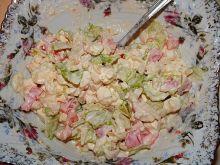 Sałatka z twarogu i świeżych warzyw