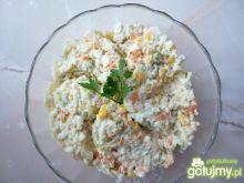 Sałatka z warzyw mieszanych z jajkami