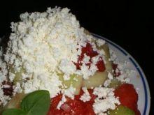 Sałatka z warzyw z białym serem