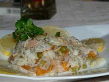 Sałatka z wędzonego łososia