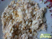 Sałatka z wędzonej makreli z jajkami.
