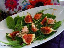 Sałatka z wędzonym łososiem i figami