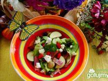 Sałatka z winogronem i poziomkami