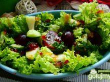 sałatka z winogronem i sosem chilli