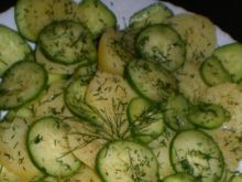 Sałatka z ziemniakami i ogórkiem