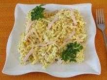 Sałatka z żółtym serem i polędwicą