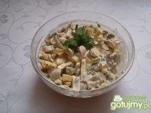 Sałatka z żółtym serem i szynką