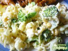 Sałatka z zupek chińskich z brokułem